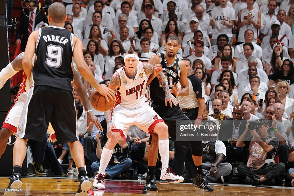 <a gi-track='captionPersonalityLinkClicked' href=/galleries/search?phrase=Chris+Andersen+-+Jogador+de+basquetebol&family=editorial&specificpeople=12319595 ng-click='$event.stopPropagation()'>Chris Andersen</a> #11 of the Miami Heat guards <a gi-track='captionPersonalityLinkClicked' href=/galleries/search?phrase=Tim+Duncan&family=editorial&specificpeople=201467 ng-click='$event.stopPropagation()'>Tim Duncan</a> #21 of the San Antonio Spurs during Game Seven of the 2013 NBA Finals on June 20, 2013 at the American Airlines Arena in Miami, Florida.