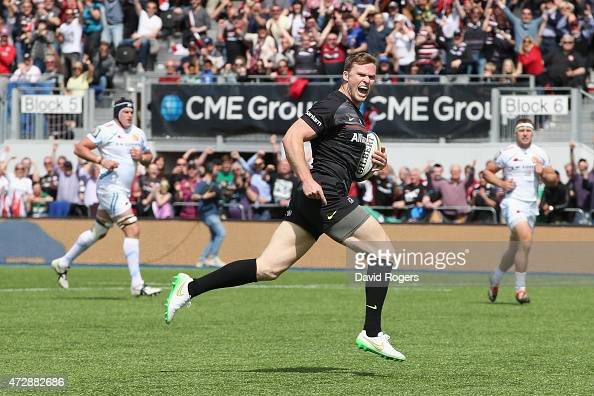 Chris Ashton of Saracens breaks clear to score the first try during the Aviva Premiership match between Saracens and Exeter Chiefs at Allianz Park on...