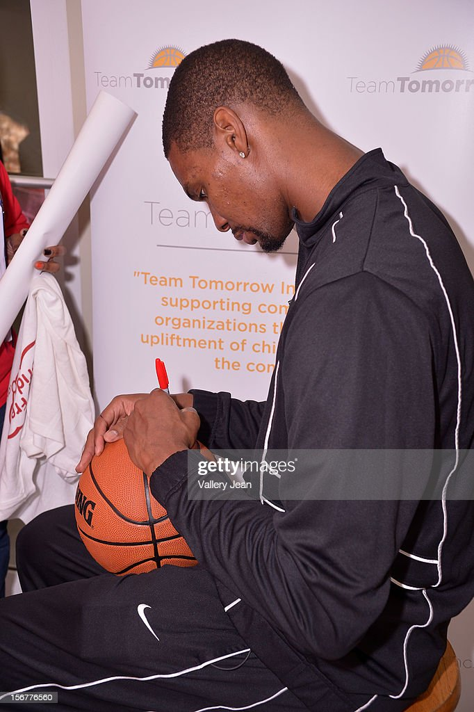 <a gi-track='captionPersonalityLinkClicked' href=/galleries/search?phrase=Chris+Bosh&family=editorial&specificpeople=201574 ng-click='$event.stopPropagation()'>Chris Bosh</a> and Team Tomorrow Inc. team up for the 2nd year with Chapman Partnership to feed the local families of Miami this Thanksgiving on November 20, 2012 in Miami, Florida.