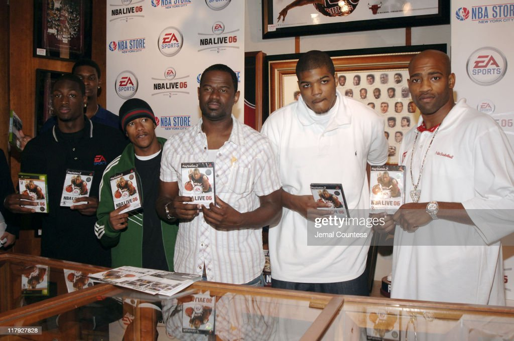 Chris Bosh Dwyane Wade Nick Cannon Brian McKnight Josh Smith and Vince Carter hold the 'EA Sports NBA Live 06' game at the exclusive premiere of EA...