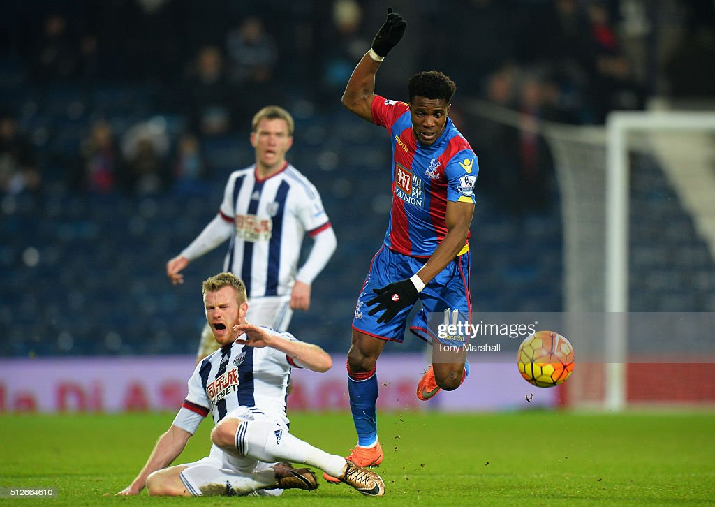 <a gi-track='captionPersonalityLinkClicked' href=/galleries/search?phrase=Chris+Brunt&family=editorial&specificpeople=809047 ng-click='$event.stopPropagation()'>Chris Brunt</a> of West Bromwich Albion competes for the ball against <a gi-track='captionPersonalityLinkClicked' href=/galleries/search?phrase=Wilfried+Zaha&family=editorial&specificpeople=7132531 ng-click='$event.stopPropagation()'>Wilfried Zaha</a> of Crystal Palace resulting in injury during the Barclays Premier League match between West Bromwich Albion and Crystal Palace at The Hawthorns on February 27, 2016 in West Bromwich, England.