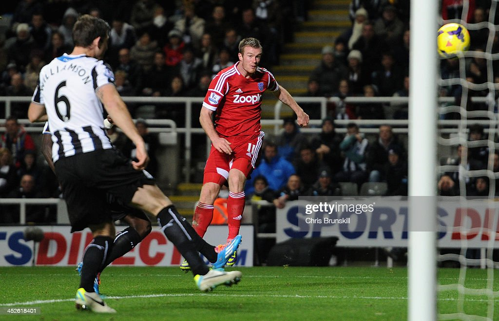 <a gi-track='captionPersonalityLinkClicked' href=/galleries/search?phrase=Chris+Brunt&family=editorial&specificpeople=809047 ng-click='$event.stopPropagation()'>Chris Brunt</a> of West Bromwich Albion scores his team's first goal during the Barclays Premier League match between Newcastle United and West Bromwich Albion at St James' Park on November 30, 2013 in Newcastle upon Tyne, England.