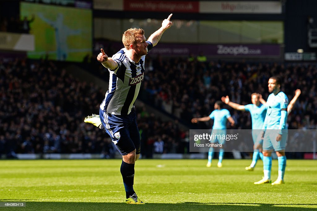 <a gi-track='captionPersonalityLinkClicked' href=/galleries/search?phrase=Chris+Brunt&family=editorial&specificpeople=809047 ng-click='$event.stopPropagation()'>Chris Brunt</a> of West Bromwich celebrates after scoring his team's second goal during the Barclays Premier League match between West Bromwich Albion and Tottenham Hotspur at The Hawthorns on April 12, 2014 in West Bromwich, England.