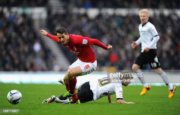 Chris Cohen of Nottingham Forest battles with Jamie Ward of Derby County during the npower Championship match between Derby County and Nottingham...