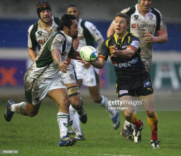 Chris Cusiter of Perpignan passes the ball during the Heineken Cup match between Perpignan and London Irish at Stade Aime Giral on December 15 2007...