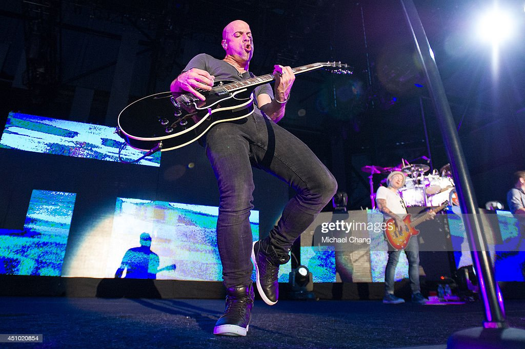Chris Daughtry performs in concert at The Amphitheater at the Wharf on June 21, 2014 in Orange Beach, Alabama.