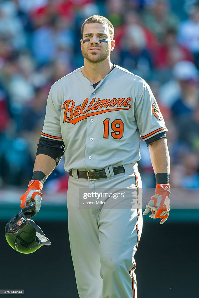 <a gi-track='captionPersonalityLinkClicked' href=/galleries/search?phrase=Chris+Davis+-+Jogador+de+basebol+americano&family=editorial&specificpeople=7129264 ng-click='$event.stopPropagation()'>Chris Davis</a> #19 of the Baltimore Orioles reacts after being called out on strikes during the sixth inning against the Cleveland Indians at Progressive Field on June 6, 2015 in Cleveland, Ohio.