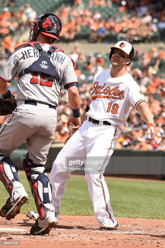 <a gi-track='captionPersonalityLinkClicked' href=/galleries/search?phrase=Chris+Davis+-+Jogador+de+basebol+americano&family=editorial&specificpeople=7129264 ng-click='$event.stopPropagation()'>Chris Davis</a> #19 of the Baltimore Orioles reacts after striking out in the third inning during a baseball game against the Minnesota Twins at Oriole Park at Camden Yards on August 23, 2015 in Baltimore, Maryland.