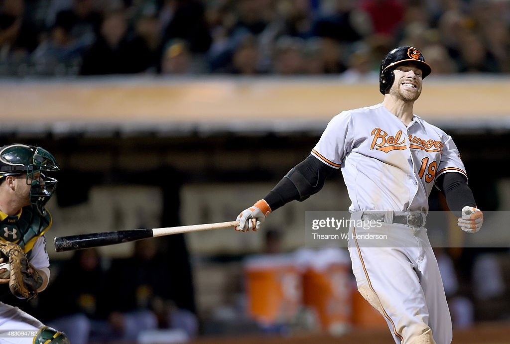 <a gi-track='captionPersonalityLinkClicked' href=/galleries/search?phrase=Chris+Davis+-+Jogador+de+basebol+americano&family=editorial&specificpeople=7129264 ng-click='$event.stopPropagation()'>Chris Davis</a> #19 of the Baltimore Orioles reacts after striking out swinging against the Oakland Athletics in the top of the ninth inning at O.co Coliseum on August 4, 2015 in Oakland, California. The Athletics won the game 5-0.