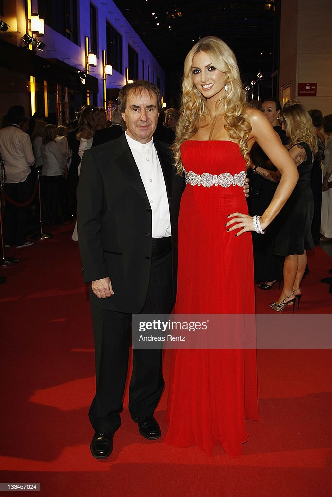 <a gi-track='captionPersonalityLinkClicked' href=/galleries/search?phrase=Chris+de+Burgh&family=editorial&specificpeople=874328 ng-click='$event.stopPropagation()'>Chris de Burgh</a> and <a gi-track='captionPersonalityLinkClicked' href=/galleries/search?phrase=Rosanna+Davison&family=editorial&specificpeople=2579566 ng-click='$event.stopPropagation()'>Rosanna Davison</a> attend the 20th UNESCO charity gala at Maritim Hotel on November 19, 2011 in Duesseldorf, Germany.