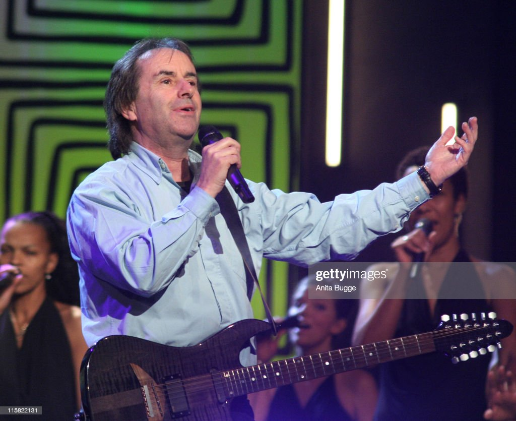 <a gi-track='captionPersonalityLinkClicked' href=/galleries/search?phrase=Chris+de+Burgh&family=editorial&specificpeople=874328 ng-click='$event.stopPropagation()'>Chris de Burgh</a> during Jose Carreras Gala - Dress Rehearsal in Berlin, Berlin, Germany.