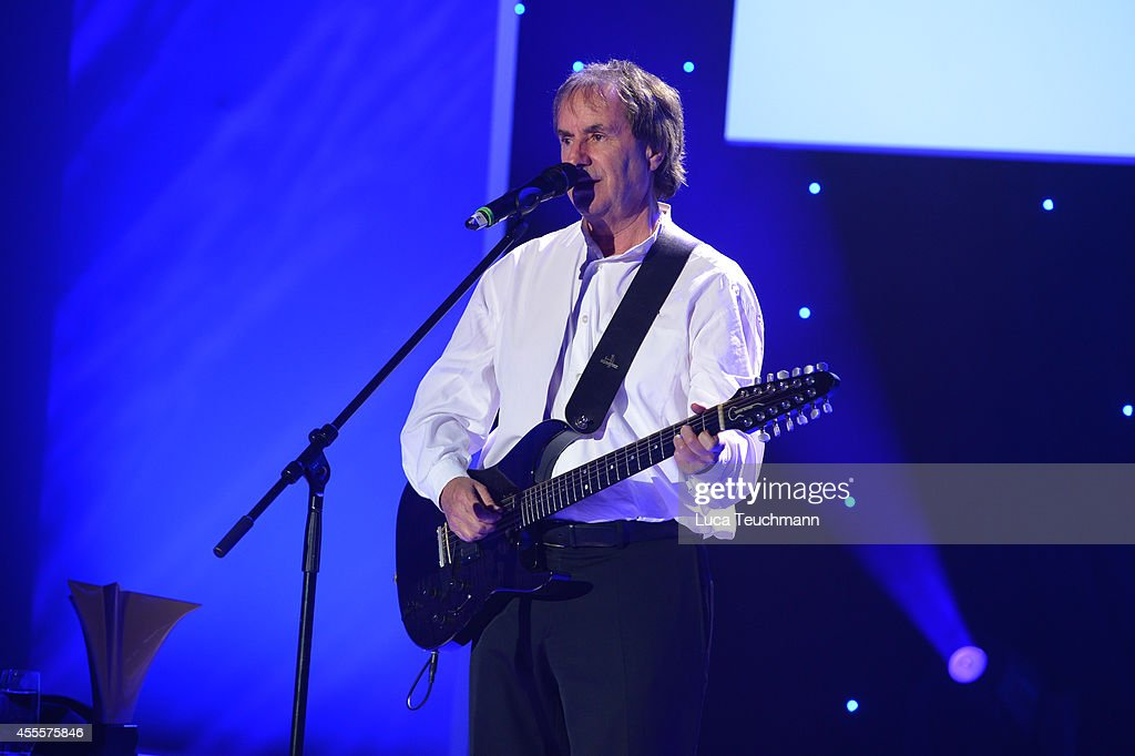 <a gi-track='captionPersonalityLinkClicked' href=/galleries/search?phrase=Chris+de+Burgh&family=editorial&specificpeople=874328 ng-click='$event.stopPropagation()'>Chris de Burgh</a> performs during the 'Mein Star des Jahres 2014' awards at Kehrwieder Theater on September 16, 2014 in Hamburg, Germany.