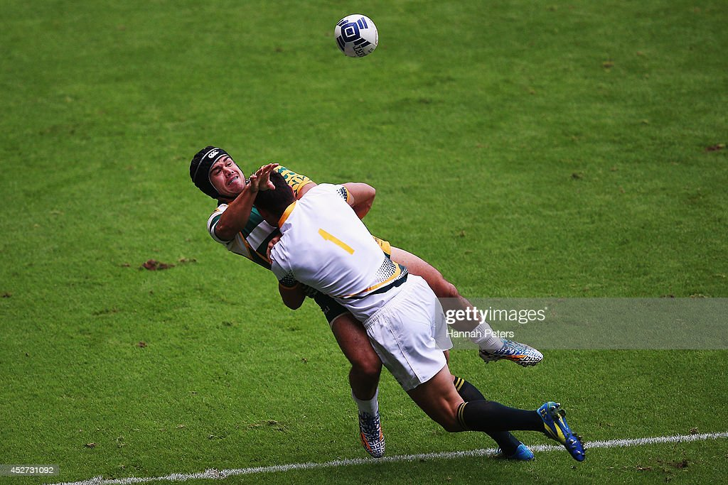<a gi-track='captionPersonalityLinkClicked' href=/galleries/search?phrase=Chris+Dry&family=editorial&specificpeople=6474921 ng-click='$event.stopPropagation()'>Chris Dry</a> of South Africa tackles Junior Taia of Cook Islands during the Rugby Sevens match between South Africa and Cook Islands at Ibrox Stadium during day three of the Glasgow 2014 Commonwealth Games on July 26, 2014 in Glasgow, United Kingdom.