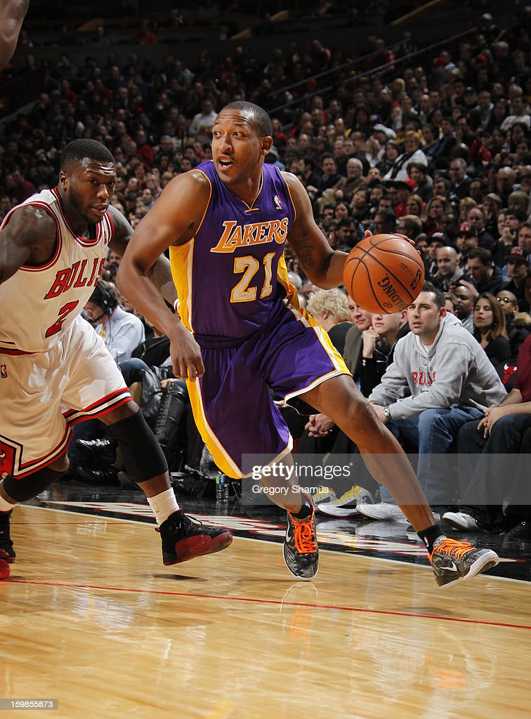 Chris Duhon #21 of the Los Angeles Lakers drives past Nate Robinson #2 of the Chicago Bulls on January 21, 2013 at the United Center in Chicago, Illinois.