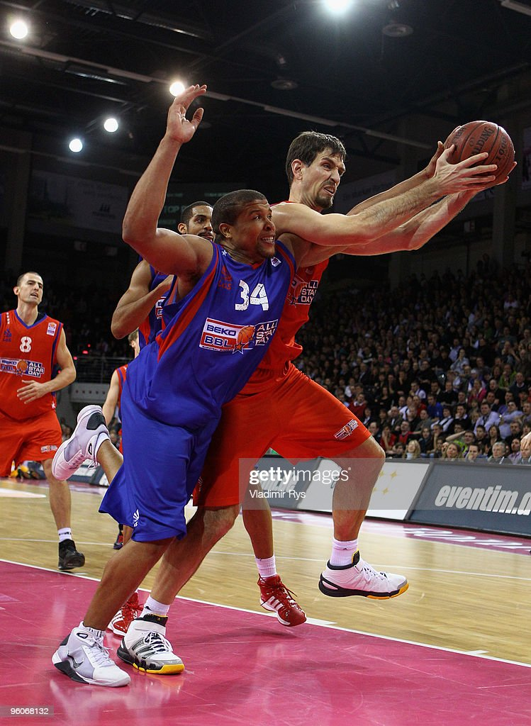 Chris Ensminger of Team Sued and Telekom Baskets Bonn and Jeff Gibbs of Team Nord and Eisbaeren Bremerhaven in action during the Beko Basketball...