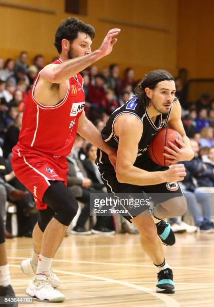 Chris Goulding of Melbourne United controls the ball during the 2017 NBL Blitz preseason match between Melbourne United and the Illawarra Hawks at...