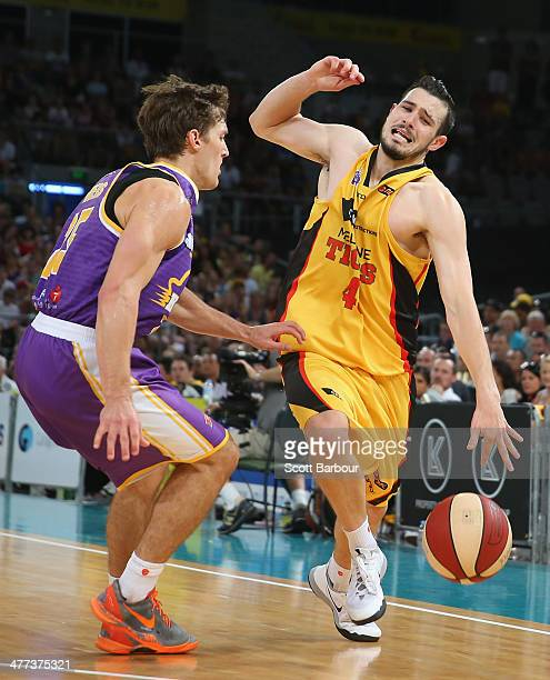 Chris Goulding of the Tigers drives to the basket during the round 21 NBL match between the Melbourne Tigers and the Sydney Kings at Hisense Arena in...