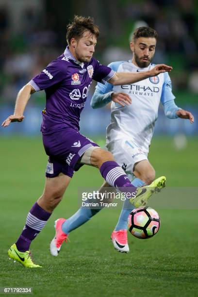 Chris Harold of Perth Glory controls the ball during the ALeague Elimination Final match between Melbourne City FC and the Perth Glory at AAMI Park...