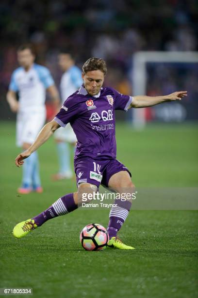 Chris Harold of Perth Glory kicks the ball during the ALeague Elimination Final match between Melbourne City FC and the Perth Glory at AAMI Park on...
