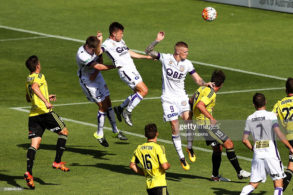 Chris Harold (centre) of the Glory scores a goal during the round 18 A-League match between Wellington Phoenix and Perth Glory at Westpac Stadium on February 7, 2016 in Wellington, New Zealand.