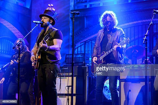 LIVE 'Chris Hemsworth' Episode 1677 Pictured Zac Brown of musical guest Zach Brown Band performs with Chris Cornell on March 7 2015