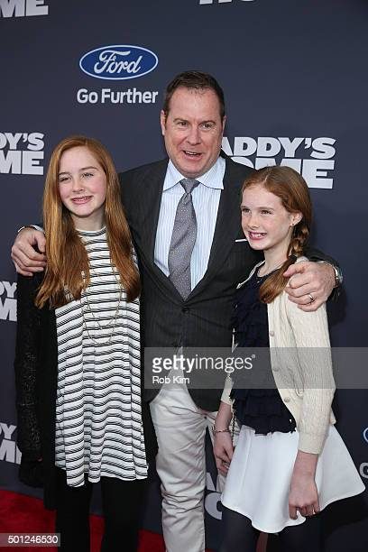 Chris Henchy and children Rowan Henchy and Grier Henchy attend the New York Premiere of 'Daddy's Home' at AMC Lincoln Square Theater on December 13...