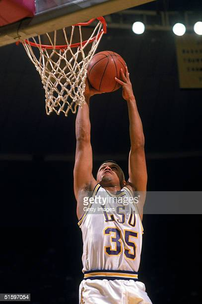 Chris Jackson of the Louisiana State University Tigers shoots in 1989