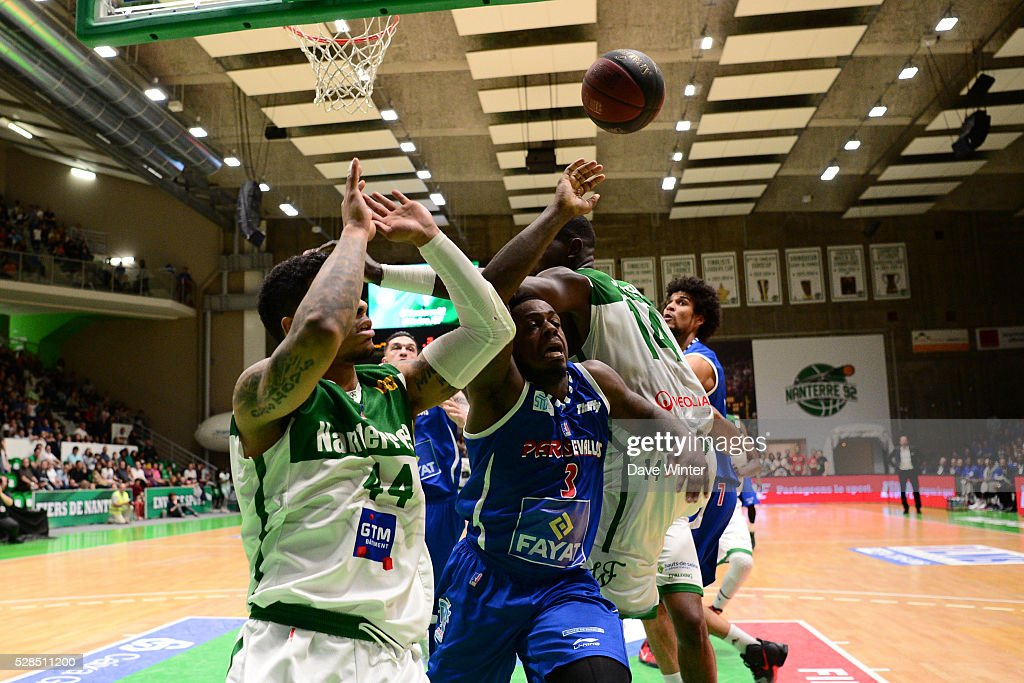 Chris Jones of Paris Levallois (centre) loses control of the ball between TJ Campbell of Nanterre (left) and Mouhammadou Jaiteh of Nanterre (right) during the basketball French Pro A League match between Nanterre and Paris Levallois on May 5, 2016 in Nanterre, France.