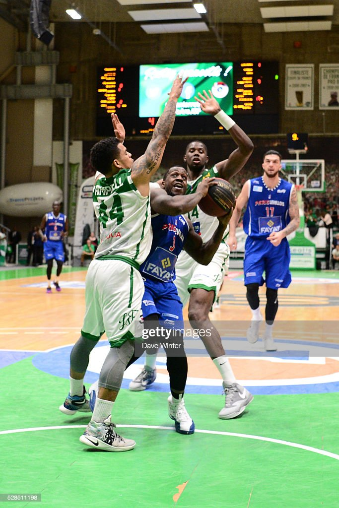 Chris Jones of Paris Levallois (centre) slips between TJ Campbell of Nanterre (left) and Mouhammadou Jaiteh of Nanterre (right) during the basketball French Pro A League match between Nanterre and Paris Levallois on May 5, 2016 in Nanterre, France.