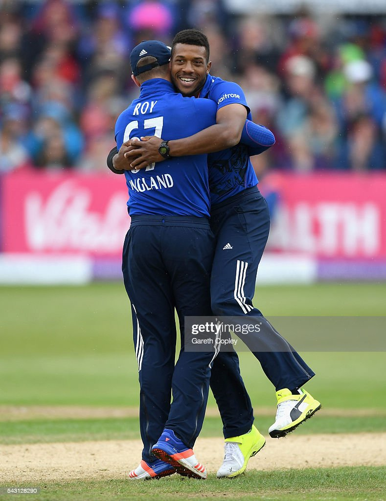 <a gi-track='captionPersonalityLinkClicked' href=/galleries/search?phrase=Chris+Jordan+-+Cricket+Player&family=editorial&specificpeople=12855183 ng-click='$event.stopPropagation()'>Chris Jordan</a> of England celebrates with Jason Roy after dismissing Angelo Mathews of Sri Lanka during the 3rd ODI Royal London One Day International match between England and Sri Lanka at The County Ground on June 26, 2016 in Bristol, England.