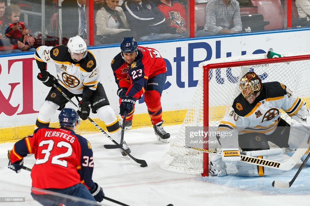 Chris Kelly #23 of the Boston Bruins and <a gi-track='captionPersonalityLinkClicked' href=/galleries/search?phrase=Scott+Gomez&family=editorial&specificpeople=201782 ng-click='$event.stopPropagation()'>Scott Gomez</a> #23 of the Florida Panthers battle for control of the puck behind goaltender <a gi-track='captionPersonalityLinkClicked' href=/galleries/search?phrase=Tuukka+Rask&family=editorial&specificpeople=716723 ng-click='$event.stopPropagation()'>Tuukka Rask</a> #40 at the BB&T Center on October 17, 2013 in Sunrise, Florida. The Bruins defeated the Panthers 3-2.