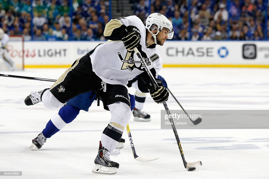 <a gi-track='captionPersonalityLinkClicked' href=/galleries/search?phrase=Chris+Kunitz&family=editorial&specificpeople=604159 ng-click='$event.stopPropagation()'>Chris Kunitz</a> #14 of the Pittsburgh Penguins shoots the puck against the Tampa Bay Lightning during the first period in Game Six of the Eastern Conference Final during the 2016 NHL Stanley Cup Playoffs at Amalie Arena on May 24, 2016 in Tampa, Florida.