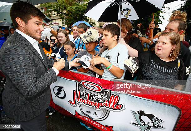 Chris Kunitz of the Pittsburgh Penguins signs autographs before practice for the NHL Kraft Hockeyville USA preseason game against the Tampa Bay...