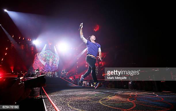 Chris Martin of Coldplay performs at Allianz Stadium on December 13 2016 in Sydney Australia