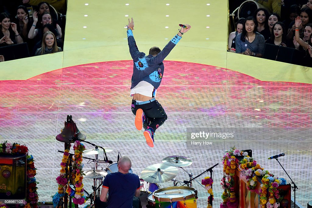 <a gi-track='captionPersonalityLinkClicked' href=/galleries/search?phrase=Chris+Martin+-+Musiker&family=editorial&specificpeople=4468181 ng-click='$event.stopPropagation()'>Chris Martin</a> of Coldplay performs during the Pepsi Super Bowl 50 Halftime Show at Levi's Stadium on February 7, 2016 in Santa Clara, California.