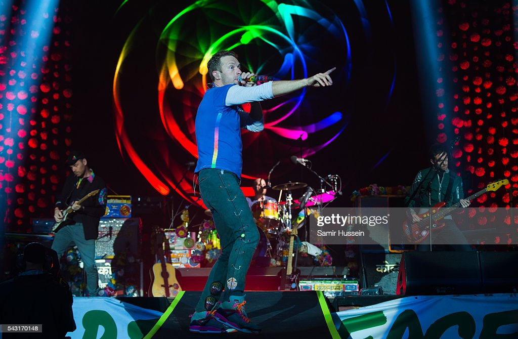 <a gi-track='captionPersonalityLinkClicked' href=/galleries/search?phrase=Chris+Martin+-+Musician&family=editorial&specificpeople=4468181 ng-click='$event.stopPropagation()'>Chris Martin</a> of Coldplay performs on the Pyramid Stage as the band headline the Glastonbury Festival 2016 at Worthy Farm, Pilton on June 25, 2016 in Glastonbury, England.
