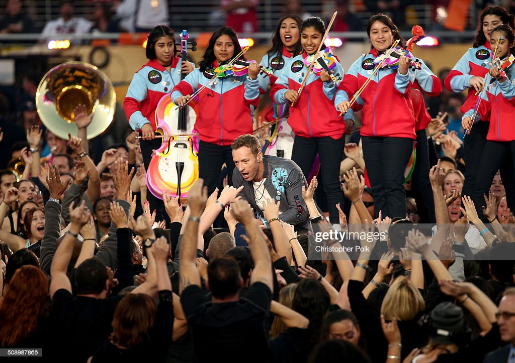 <a gi-track='captionPersonalityLinkClicked' href=/galleries/search?phrase=Chris+Martin+-+Musicista&family=editorial&specificpeople=4468181 ng-click='$event.stopPropagation()'>Chris Martin</a> of Coldplay performs onstage during the Pepsi Super Bowl 50 Halftime Show at Levi's Stadium on February 7, 2016 in Santa Clara, California.