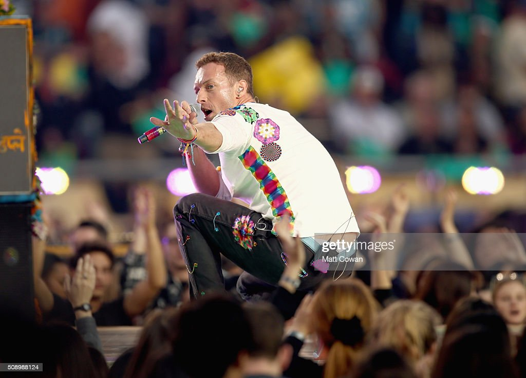 <a gi-track='captionPersonalityLinkClicked' href=/galleries/search?phrase=Chris+Martin+-+M%C3%BAsico&family=editorial&specificpeople=4468181 ng-click='$event.stopPropagation()'>Chris Martin</a> of Coldplay performs onstage during the Pepsi Super Bowl 50 Halftime Show at Levi's Stadium on February 7, 2016 in Santa Clara, California.