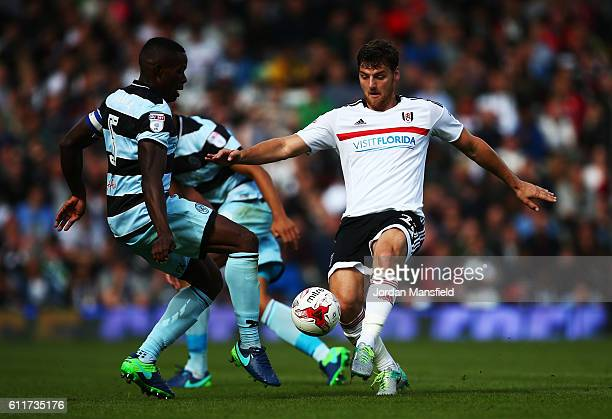 Chris Martin of Fulham tackles with Nedum Onuoha of QPR during the Sky Bet Championship match between Fulham and Queens Park Rangers at Craven...