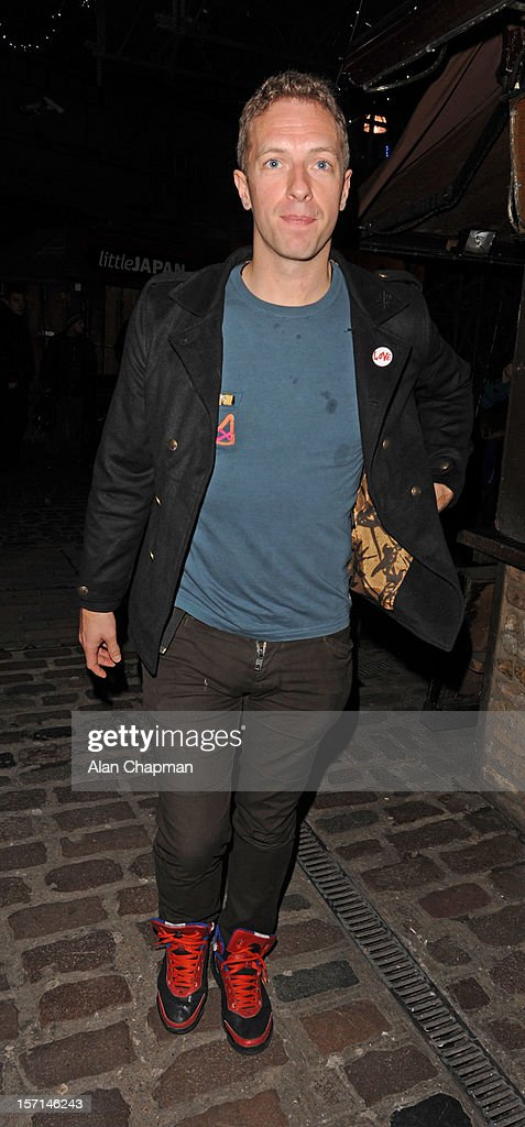 <a gi-track='captionPersonalityLinkClicked' href=/galleries/search?phrase=Chris+Martin+-+Musician&family=editorial&specificpeople=4468181 ng-click='$event.stopPropagation()'>Chris Martin</a> sighting in Camden on November 28, 2012 in London, England.