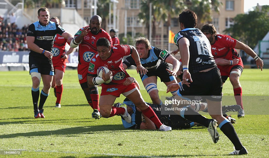 <a gi-track='captionPersonalityLinkClicked' href=/galleries/search?phrase=Chris+Masoe&family=editorial&specificpeople=540337 ng-click='$event.stopPropagation()'>Chris Masoe</a> of Toulon breaks with the ball during the Heineken Cup Pool 2 match between Toulon and Glasgow Warriors at the Felix Mayol Stadium on October 13, 2013 in Toulon, France.