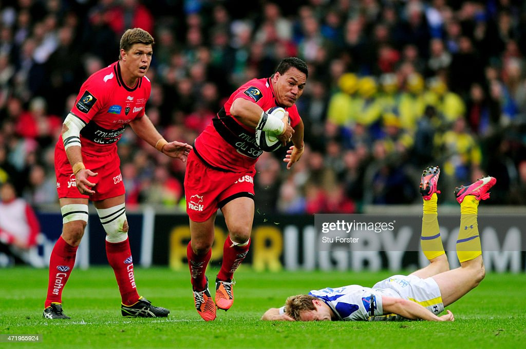 <a gi-track='captionPersonalityLinkClicked' href=/galleries/search?phrase=Chris+Masoe&family=editorial&specificpeople=540337 ng-click='$event.stopPropagation()'>Chris Masoe</a> of Toulon hands off <a gi-track='captionPersonalityLinkClicked' href=/galleries/search?phrase=Nick+Abendanon&family=editorial&specificpeople=803397 ng-click='$event.stopPropagation()'>Nick Abendanon</a> of Clermont during the European Rugby Champions Cup Final match between ASM Clermont Auvergne and RC Toulon at Twickenham Stadium on May 2, 2015 in London, England.