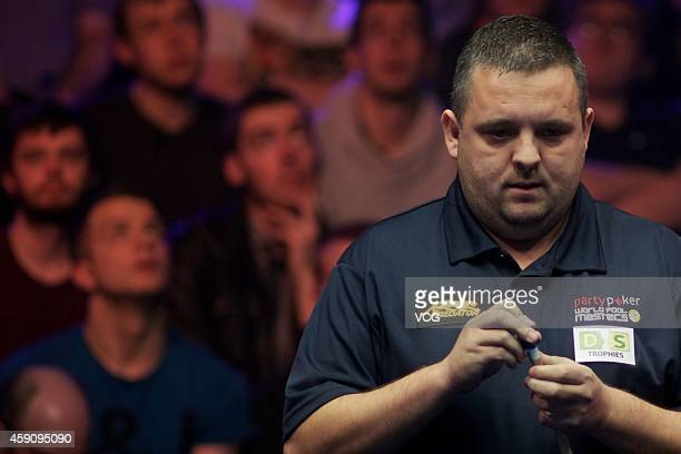 Chris Melling of UK chalks his cue against Shane Van Boening of USA during the semifinal of 2014 Partypoker World Pool Masters on November 16 2014 in...