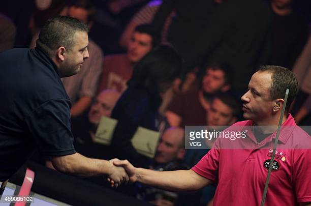 Chris Melling of UK shakes hands with Shane Van Boening of USA during the semifinal of 2014 Partypoker World Pool Masters on November 16 2014 in...