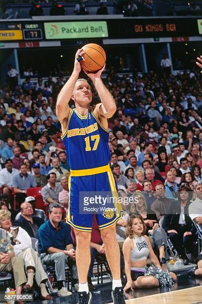 Chris Mullin of the Golden State Warriors shoots against Sacramento Kings circa 1997 at Arco Arena in Sacramento California NOTE TO USER User...