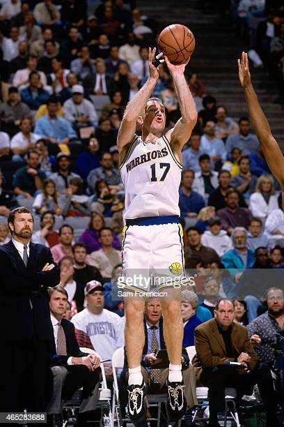 Chris Mullin of the Golden State Warriors shoots against the Los Angeles Clippers on November 1 1996 at The Arena in Oakland California NOTE TO USER...