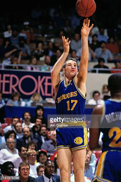 Chris Mullin of the Golden State Warriors shoots against the Los Angeles Clippers circa 1989 at the LA Sports Arena in Los Angeles California NOTE TO...