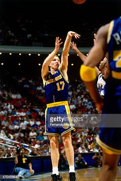 Chris Mullin of the Golden State Warriors shoots the ball against the Orlando Magic on March 26 1995 at the Orlando Arena in Orlando Florida NOTE TO...