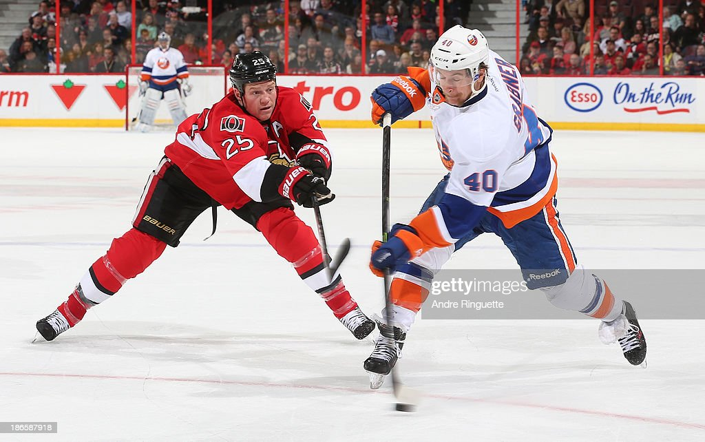 Chris Neil #25 of the Ottawa Senators reaches to stop a snapshot by <a gi-track='captionPersonalityLinkClicked' href=/galleries/search?phrase=Michael+Grabner&family=editorial&specificpeople=537955 ng-click='$event.stopPropagation()'>Michael Grabner</a> #40 of the New York Islanders at Canadian Tire Centre on November 1, 2013 in Ottawa, Ontario, Canada.