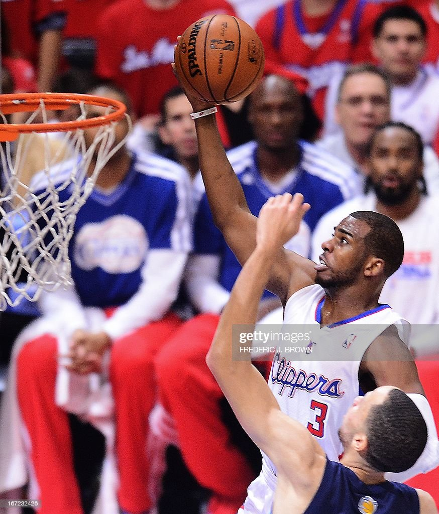 Chris Paul (L) of the Los Angeles Clippers dunks before Tayshaun Prince (R) of the Memphis Grizzlies during game two of their NBA Basketball playoff series at Staples Center in Los Angeles, California on April 22, 2013. AFP PHOTO / Frederic J. BROWN